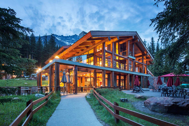 03 Lodge Moraine Lake Lodge